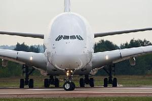 А-380 компании Air France потерял обшивку одного из двигателей над Атлантикой и экстренно приземлился в Канаде