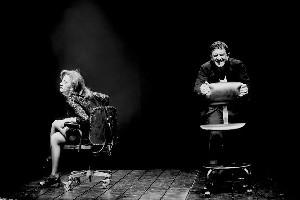 «Стулья» Эжена Ионеско в театре «Маленький»: история жизни черным по белому