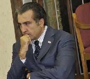Саакашвили угрожает прыгнуть с крыши пятиэтажного дома
