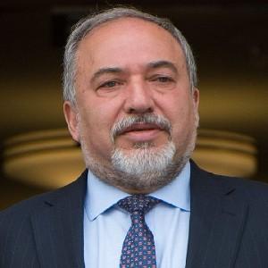 Министр обороны: Мы найдем всех причастных к смерти раввина и заставим их поплатиться