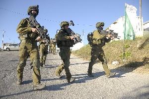 Сотни израильских солдат продолжают поисковую операцию на Западном берегу