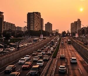 Китай приостановил производство 553 моделей авто