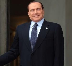 Берлускони играет на настроениях соотечественников, чтобы вернуться в политику