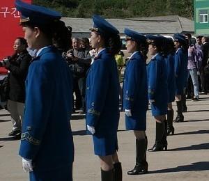 В Северной Корее провели внеочередной военный парад