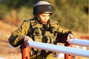Религиозные солдаты не хотят тренироваться рядом с женщиной