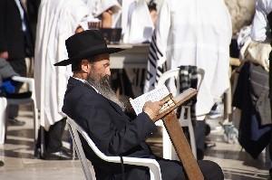 Либерман нарядился ортодоксальным евреем