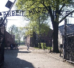 Вандалы атаковали дом гида, работающего в Освенциме