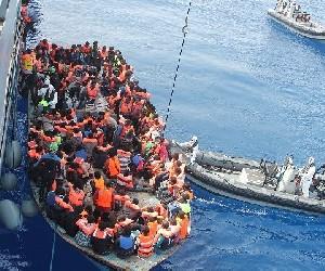 Мигранты, отвергнутые Италией, получили возможность сойти на сушу