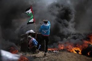 На границе Газы палестинцы собрались на еженедельную акцию протеста