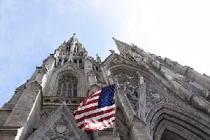 В соборе Святого Патрика в Нью-Йорке задержан мужчина с 2 канистрами бензина