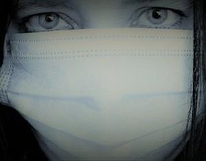 Защитят ли от коронавируса две маски?
